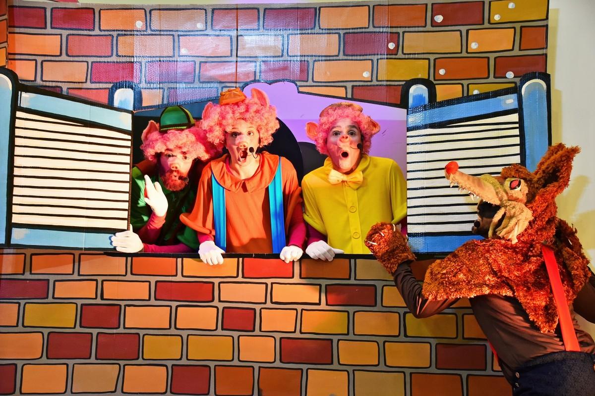 """""""Os três Porquinhos"""" chegam ao LondrinaNorte"""